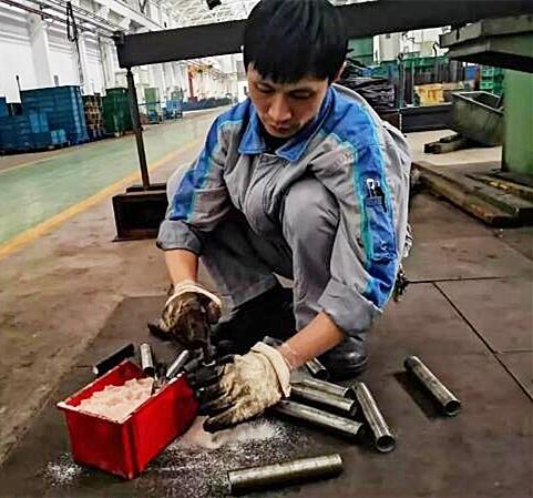重庆best365亚洲版官网机加工事业部热处理车间党员朱明亮