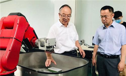 国家制造业转型升级基金调研组一行到佛山华数机器人考察